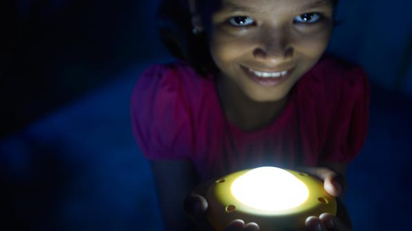 אנרגיה סולארית מאירה קהילות במדינות מתפתחות